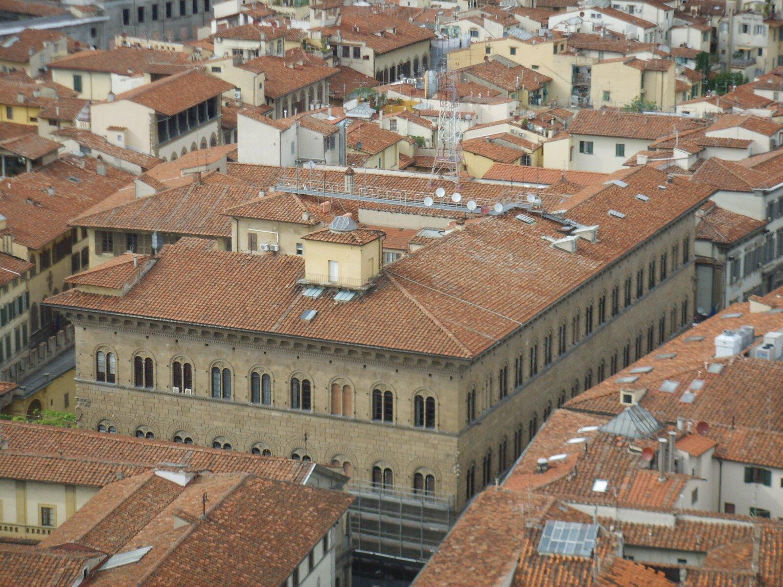 zdjęcie przedstawia pałac Medyceuszy zFlorencji