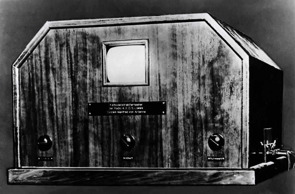 Ilustracja przedstawiająca stary telewizor
