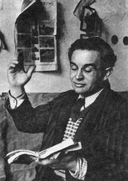 Konstanty Ildefons Gałczyński Konstanty Ildefons Gałczyński Źródło: Henryk Hermanowicz, 1947, fotografia archiwalna, domena publiczna.
