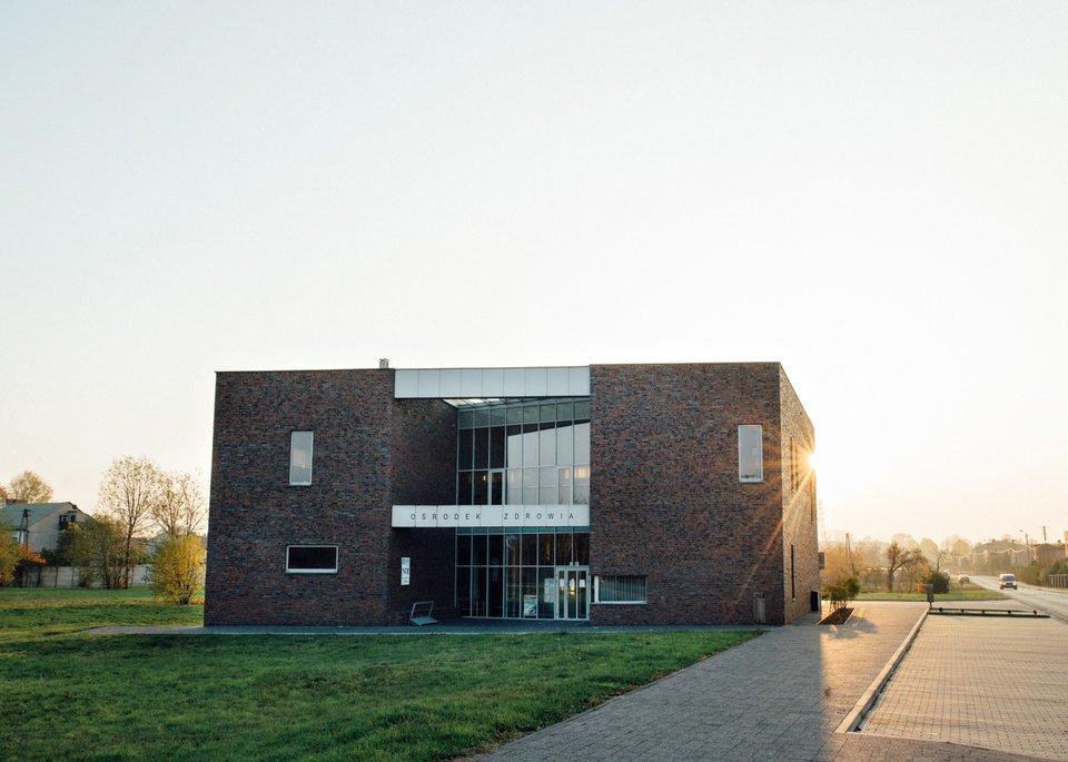 Modernistyczny ośrodek zdrowia wGierałtowicach Modernistyczny ośrodek zdrowia wGierałtowicach Źródło: Makar, licencja: CC BY-SA 3.0.