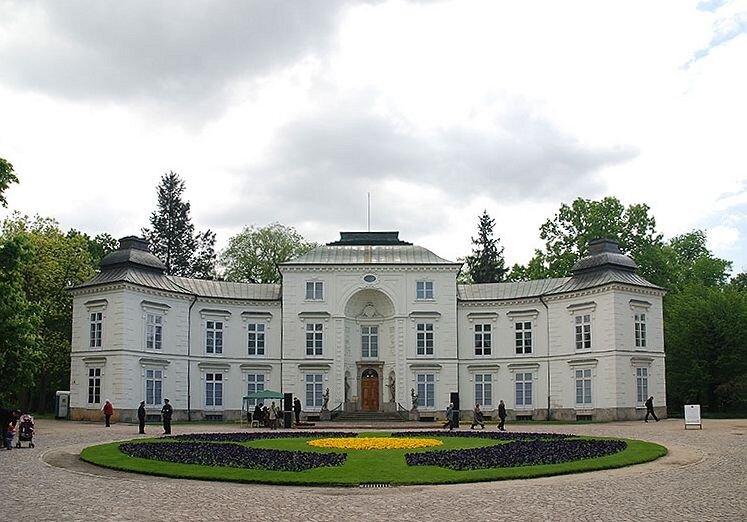 Łazienki: Pałac Myślewicki Łazienki: Pałac Myślewicki Źródło: QLogic, Wikimedia Commons, licencja: CC BY-SA 4.0.