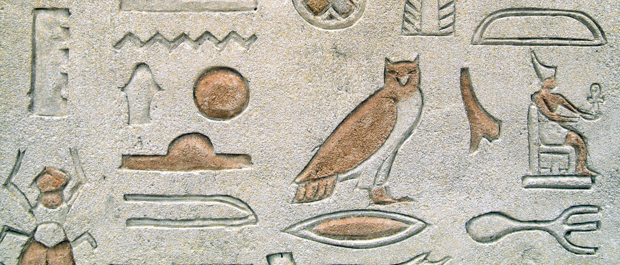 Pismo hieroglificzne Pismo hieroglificzne Źródło: Shutterstock, tylko do użytku edukacyjnego na epodreczniki.pl.