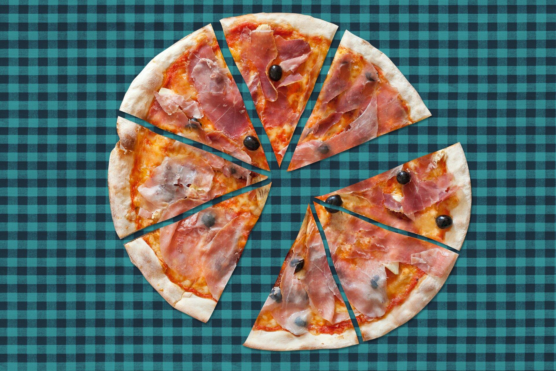 Rysunek pizzy podzielonej na osiem części.