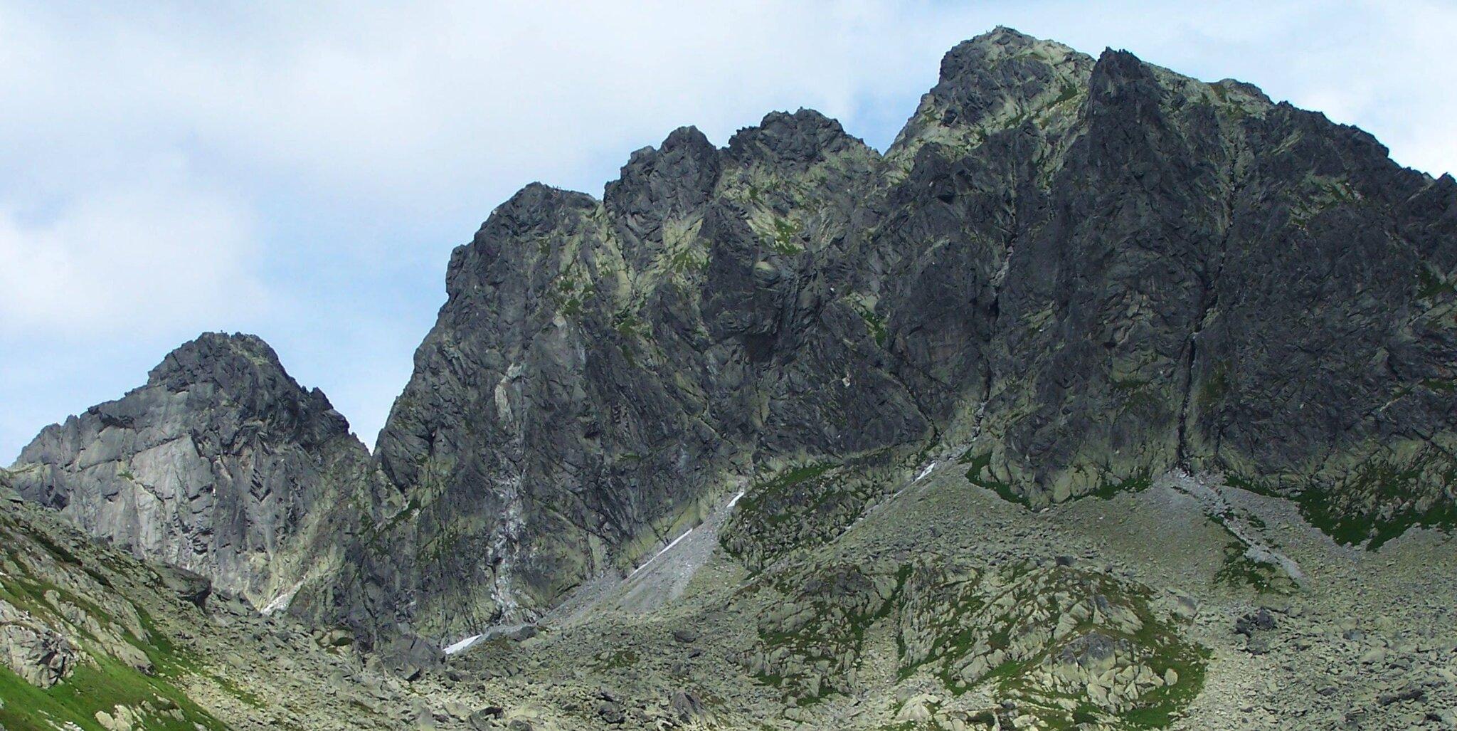 Kozi Wierch wTatrach, pierwszy szczyt od lewej to Zamarła Turnia Kozi Wierch wTatrach, pierwszy szczyt od lewej to Zamarła Turnia Źródło: Jerzy Opioła, licencja: CC BY-SA 3.0.