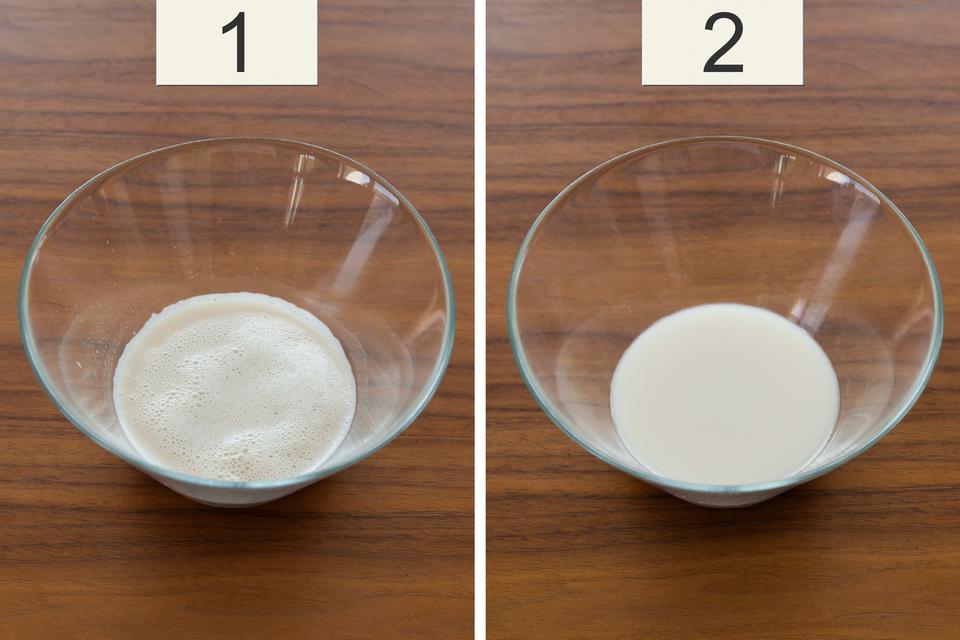 Fotografia dwóch miseczek znumerkami 1 i2, Wpierwszej wyrośnięty rozczyn drożdży, wdrugiej rozczyn nie wyrósł.