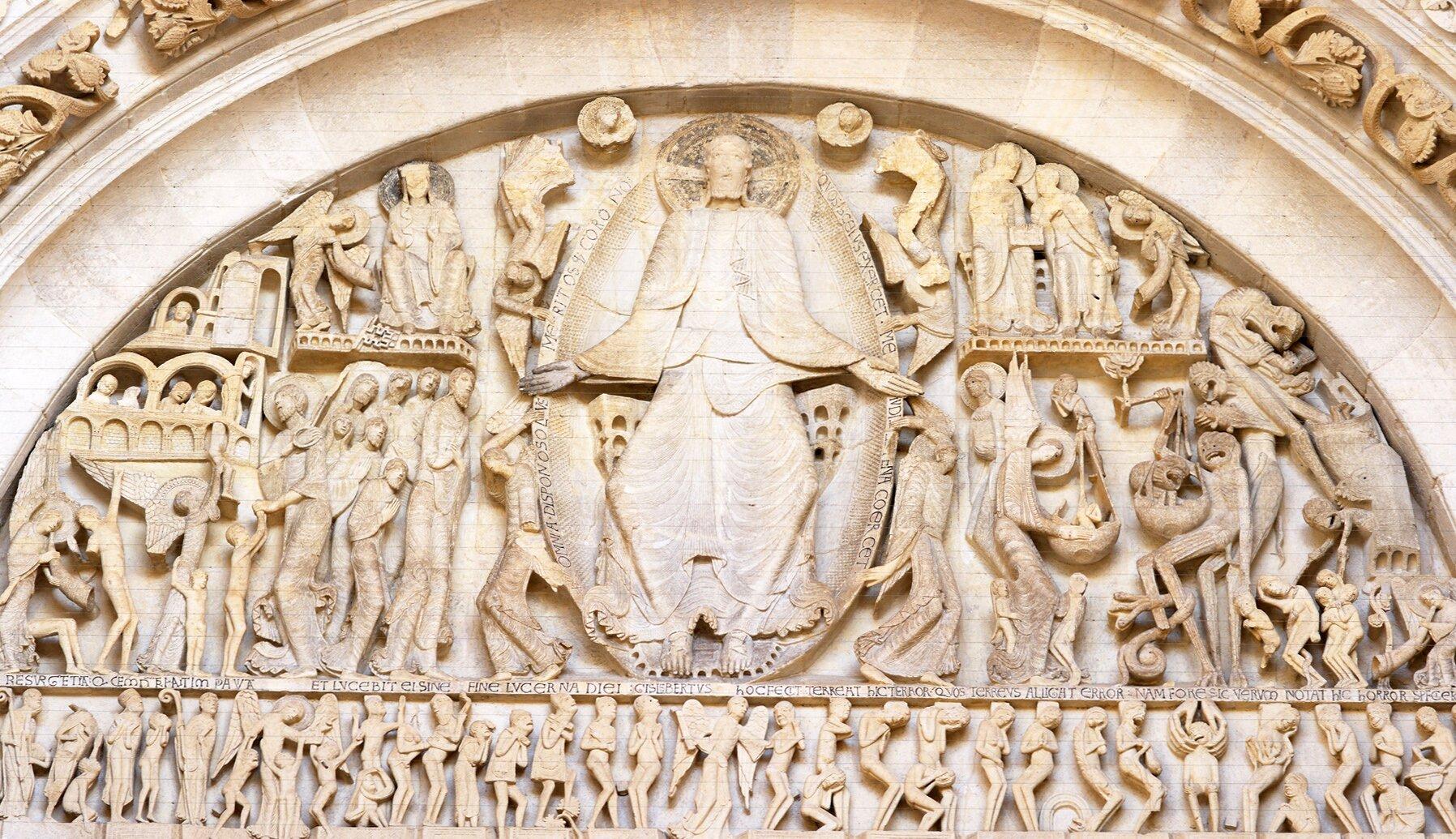 Tympanon katedry św. Łazarza wAutun, 1130–1146 Tympanon katedry św. Łazarza wAutun, 1130–1146 Źródło: Gaudry daniel, French Ministry of Culture, licencja: CC BY 3.0.