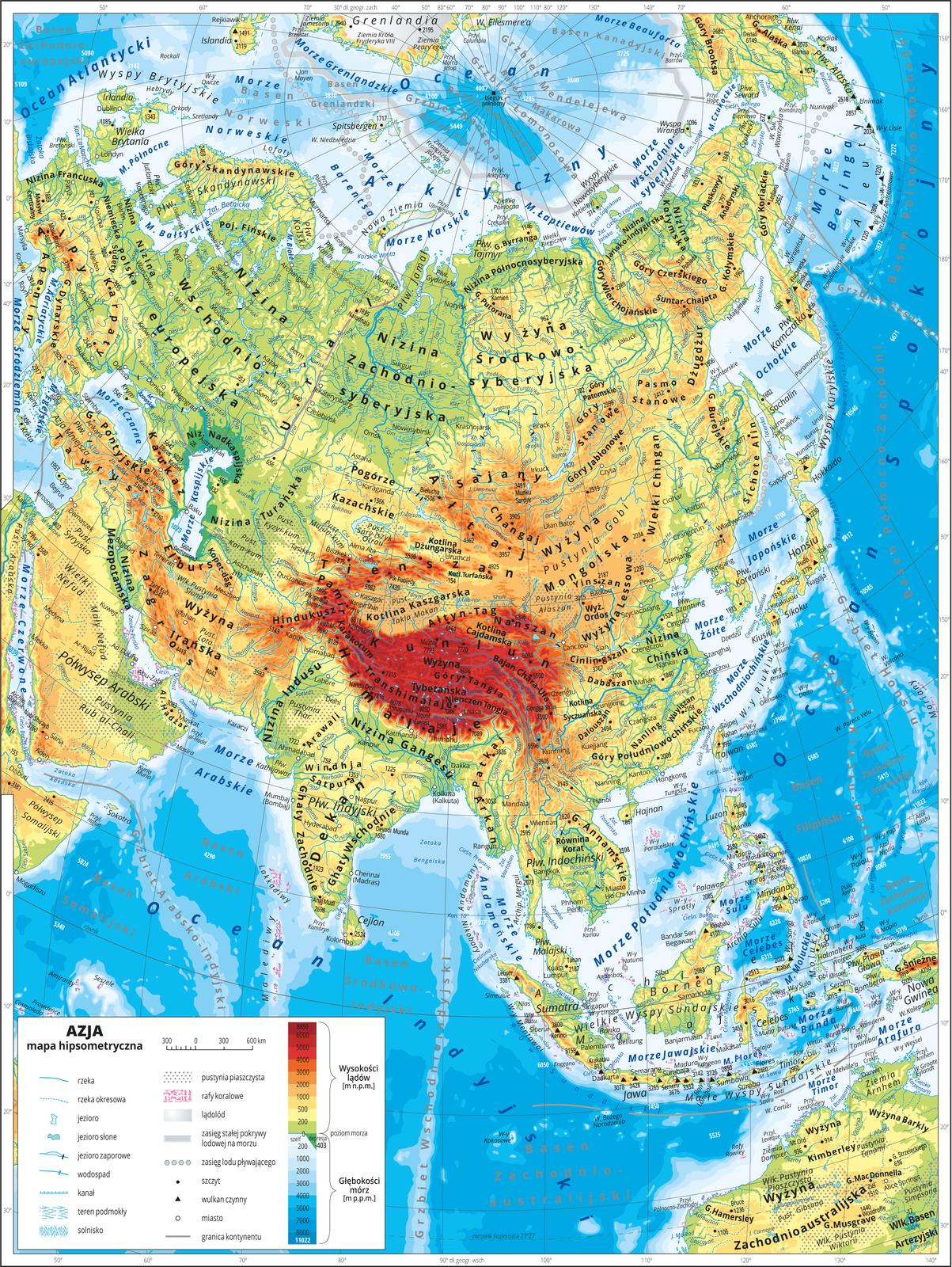 Ilustracja przedstawia mapę hipsometryczną Azji. Wobrębie lądów występują obszary wkolorze zielonym, żółtym, pomarańczowym iczerwonym. Morza zaznaczono kolorem niebieskim. Na mapie opisano nazwy półwyspów, wysp, nizin, wyżyn ipasm górskich, mórz, zatok, rzek ijezior. Oznaczono iopisano główne miasta. Oznaczono czarnymi kropkami iopisano szczyty górskie. Trójkątami oznaczono czynne wulkany ipodano ich wysokości. Niebieskim kreskowaniem zaznaczono solniska, szarym kropkowaniem – pustynie, biało-szarym gradientem lądolód występujący na północy. Mapa pokryta jest równoleżnikami ipołudnikami. Podano współrzędne geograficzne skrajnych punktów. Dookoła mapy wbiałej ramce opisano współrzędne geograficzne co dziesięć stopni. Wlegendzie umieszczono iopisano znaki użyte na mapie.
