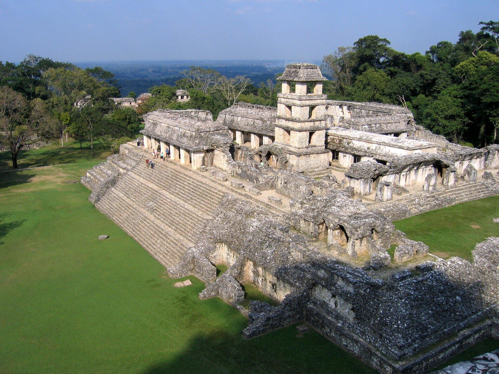 Ruiny świątyni wPalenque Ruiny świątyni wPalenque Źródło: Peter Andersen, Wikimedia Commons, licencja: CC BY-SA 3.0.