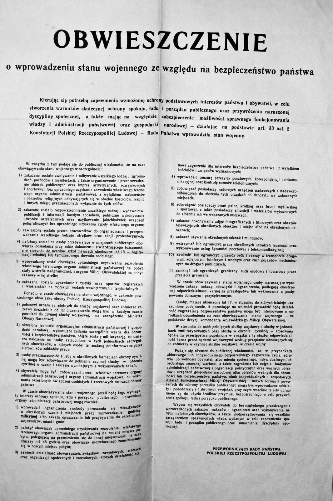 Stan wojenny - obwieszczenie Źródło: domena publiczna.