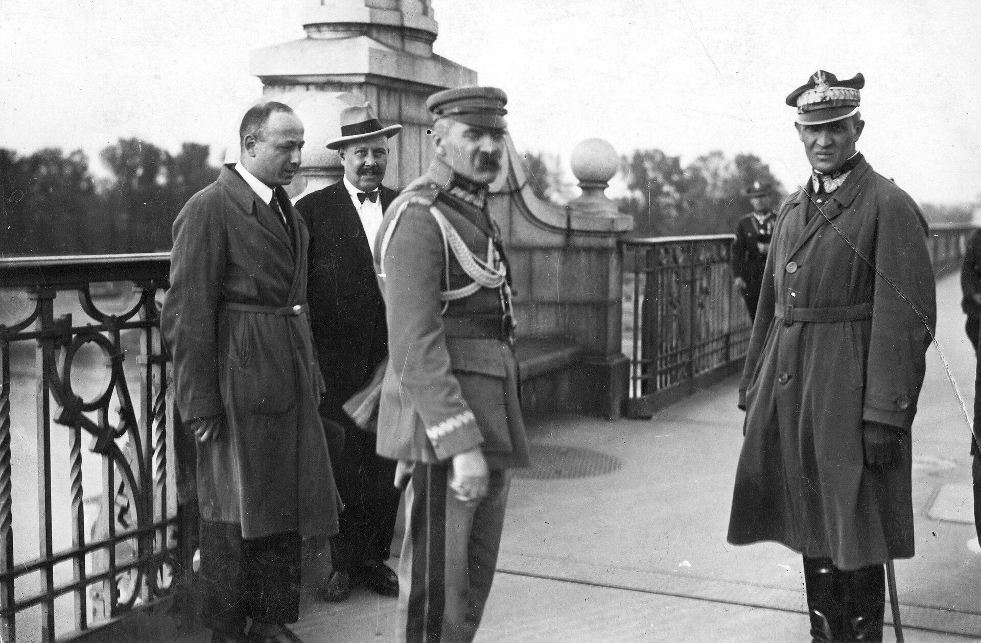Spotkanie Józefa Piłsudskiego ze Stanisławem Wojciechowskim Spotkanie Józefa Piłsudskiego ze Stanisławem Wojciechowskim Źródło: domena publiczna.