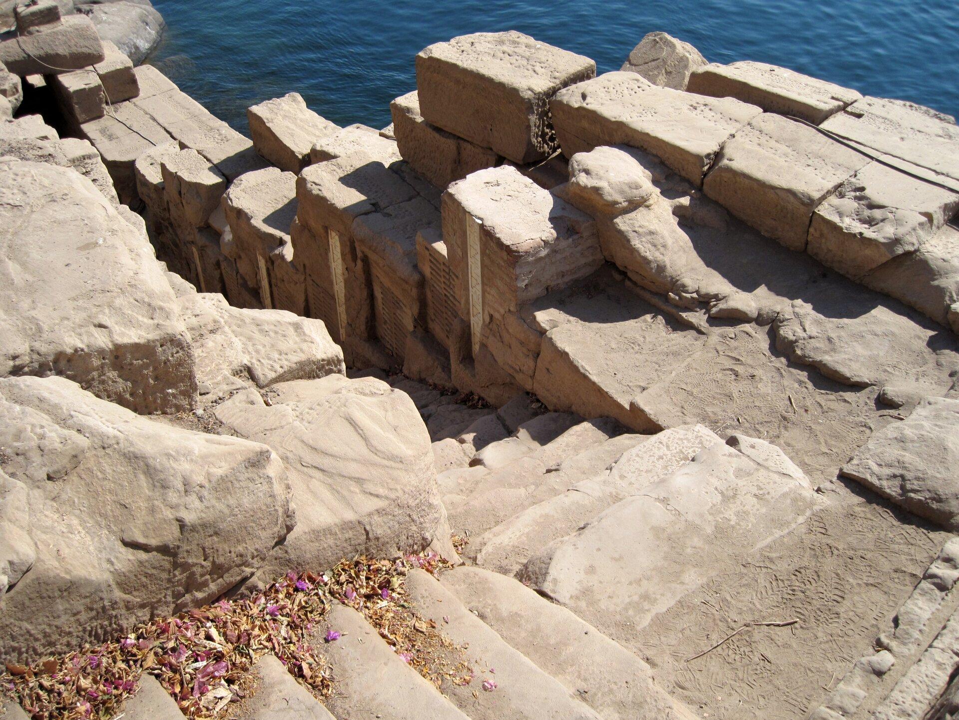 Jeden ze starożytnych egipskich nilometrów Jeden ze starożytnych egipskich nilometrów Źródło: Olaf Tausch, Wikimedia Commons, licencja: CC BY 3.0.