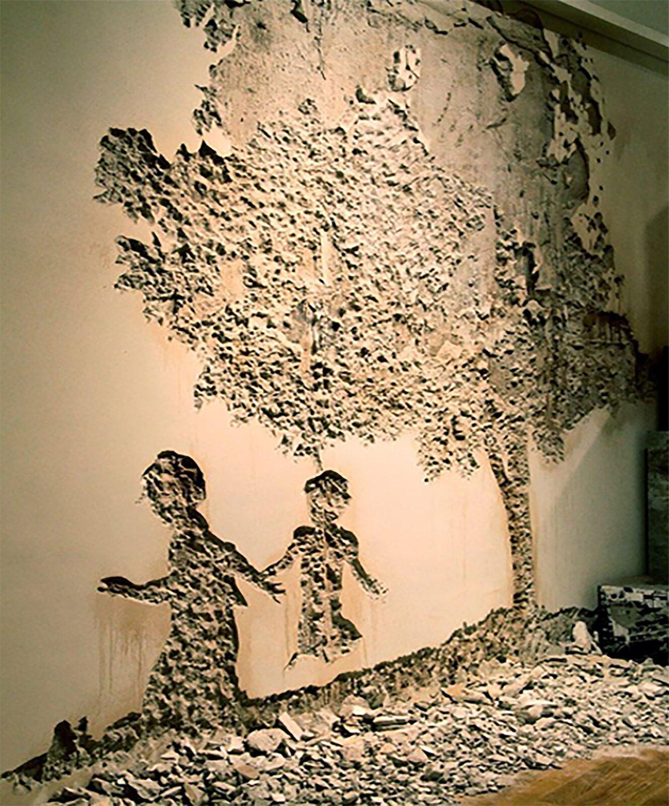 Ilustracja przedstawia dzieło Alexandre'a Farta, wykonane metodą wydrapywania. Ukazuje dwoje dzieci pod drzewem. Postacie idrzewo są wydrapane, natomiast tłem jest tynk.