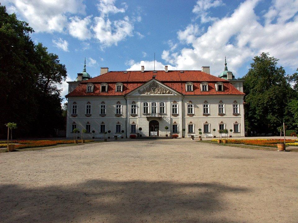 Pałac wNieborowie Pałac wNieborowie Źródło: Dariusz Cierpiał, Wikimedia Commons, licencja: CC BY-SA 3.0.