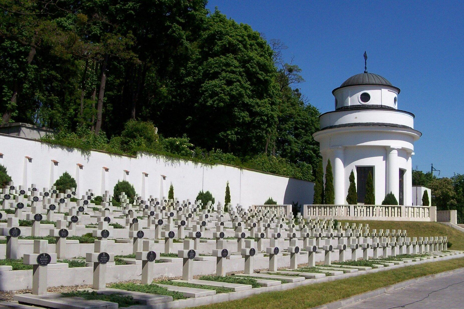 Cmentarz Orląt Lwowskich po renowacji Cmentarz Orląt Lwowskich po renowacji Źródło: Jan Mehlich, licencja: CC BY-SA 3.0.