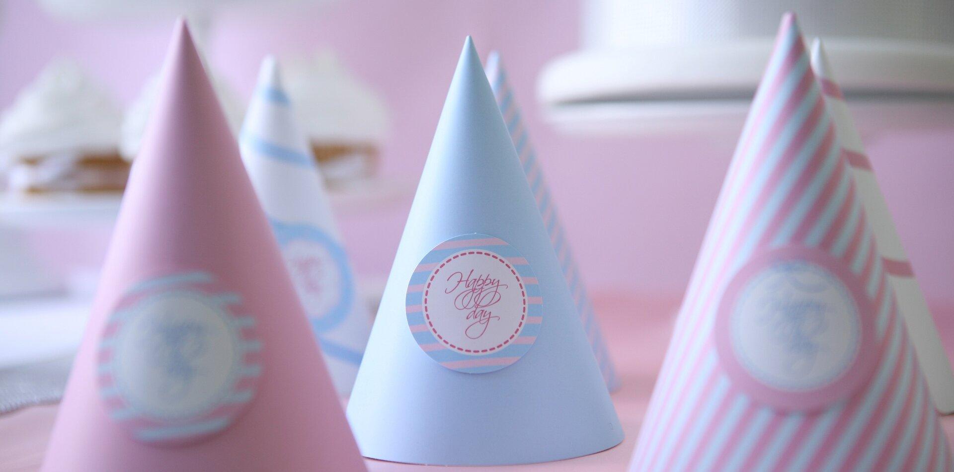 …czapeczek dla gości… …czapeczek dla gości… Źródło: domena publiczna.
