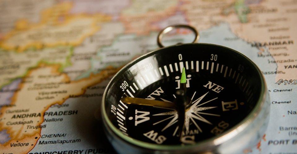 Warto mieć wżyciu kompas! Warto mieć wżyciu kompas! Źródło: pixabay, licencja: CC 0.