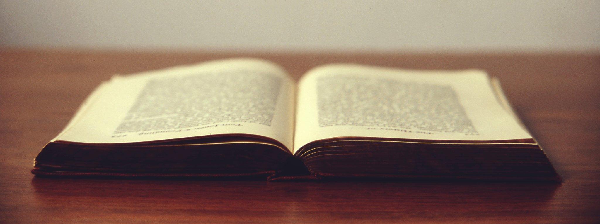 Książka: magia na każdej stronie Książka: magia na każdej stronie Źródło: licencja: CC 0.