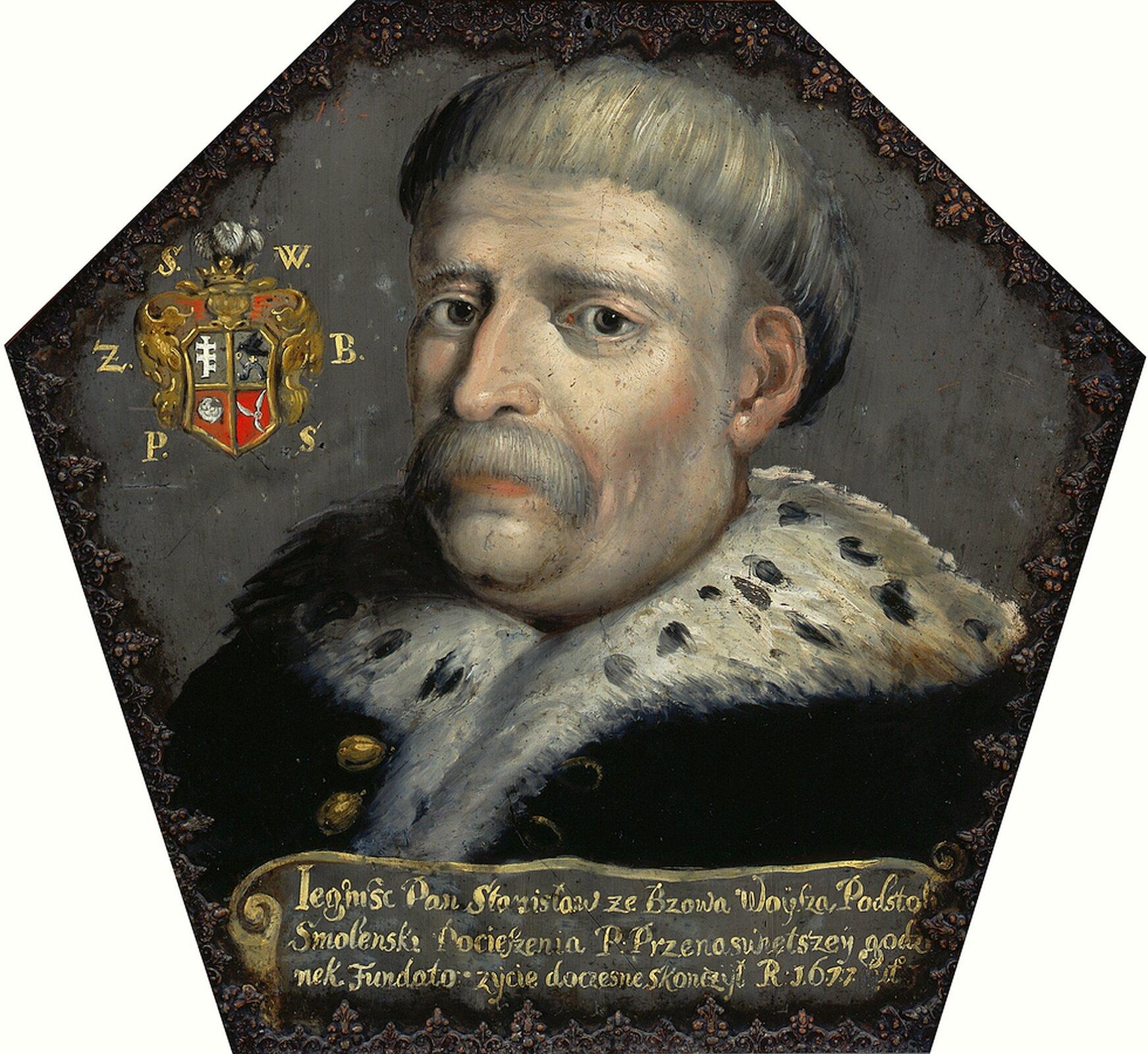 Ilustracja przedstawia Portret trumienny Stanisława Woyszy – obraz nieokreślonego malarza warszawskiego, namalowany na blasze ok. roku 1677. Obraz ma formę sześciokąta nieforemnego. Stanisław Woysza zBzowa był podstolim smoleńskim, sekretarzem idworzaninem królewskim.