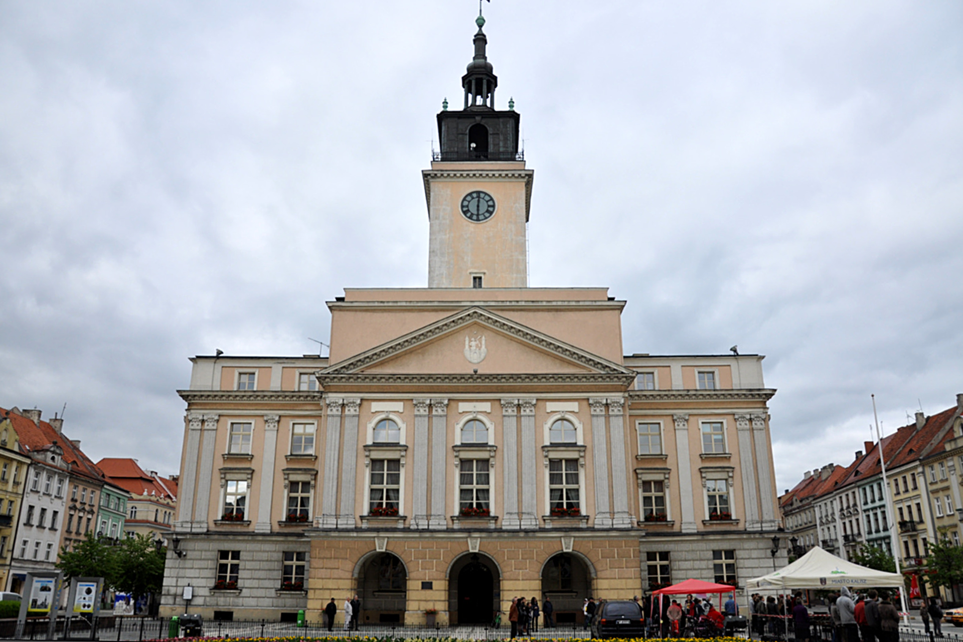 Fotografia prezentująca Ratusz miasta wKaliszu.
