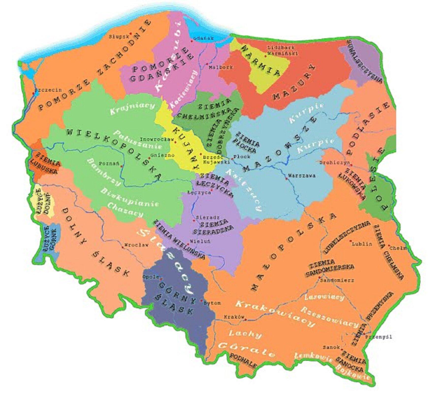 Ilustracja przedstawia mapę zfolklorystycznymi regionami Polski. Poszczególne regiony wyróżnione są kolorami. Na północy: Pomorze Zachodnie, Pomorze Gdańskie, Warmia, Mazury, Suwalszczyzna. Niżej: Ziemia Lubuska, Wielkopolska, Kujawy, Ziemia Chełmińska, Mazowsze, Podlasie. Wcentrum: Ziemia Sieradzka, Na południu: Dolny Śląsk, Górny Śląsk, Małopolska. WMałopolsce zaznaczone mniejsze regiony: Podhale, Ziemia Sandomierska, Lubelszczyzna, Ziemia CHełmska, Ziemia Przemyska, ZIemia Sanocka.