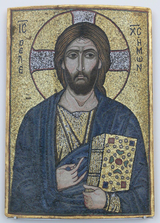 Chrystus Miłosierny Źródło: Chrystus Miłosierny, pierwsza połowa XII wieku, mozaika: kamień iszkło na płycie, Museum für Byzantinische Kunst, Bode-Museum, Berlin, domena publiczna.