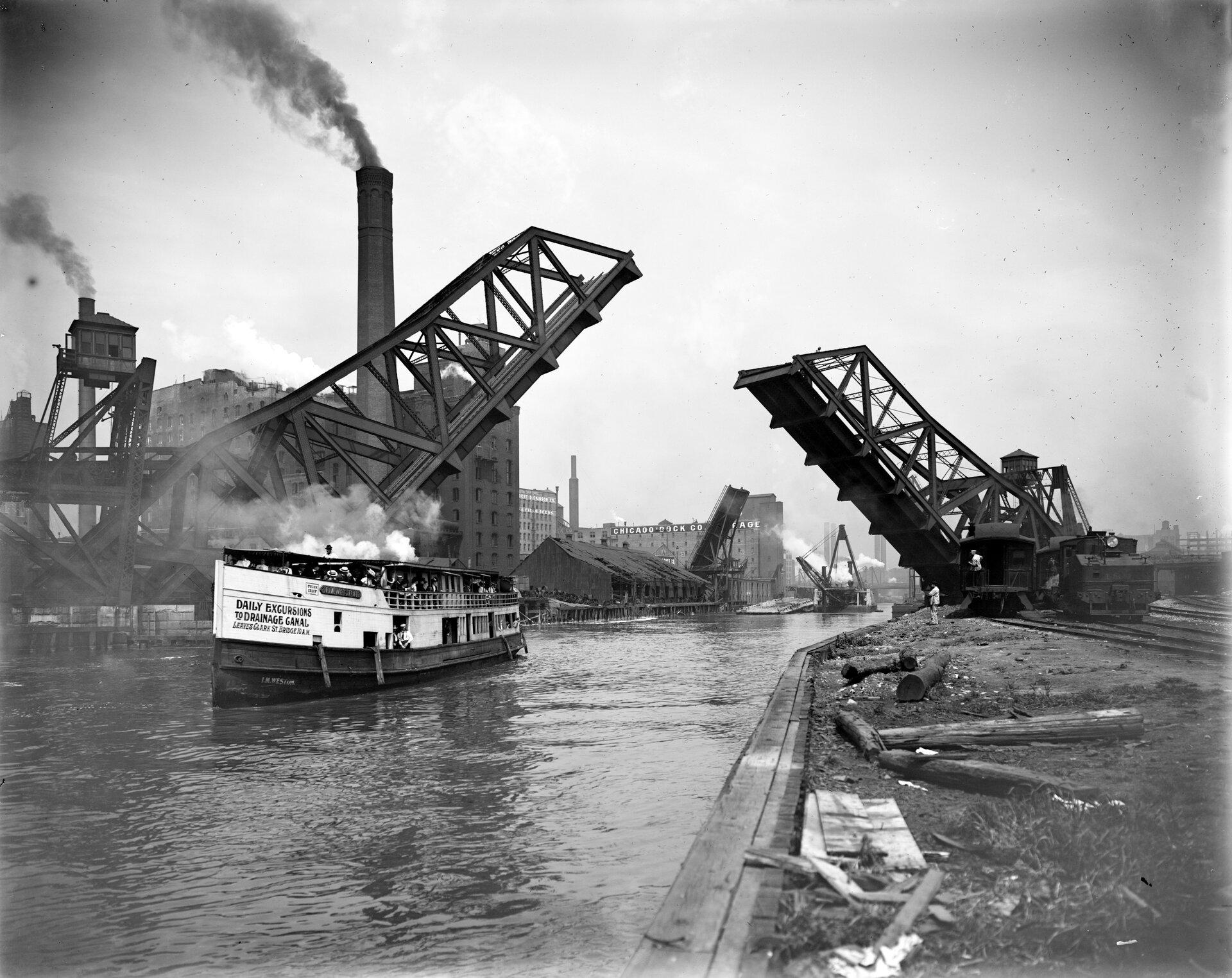 12th St. Bascule Bridge, Chicago Fort Dearborn. Fotografiazpoczątku XXwieku Źródło: Detroit Publishing Co., 12th St. Bascule Bridge, Chicago, 1900–1910, domena publiczna.