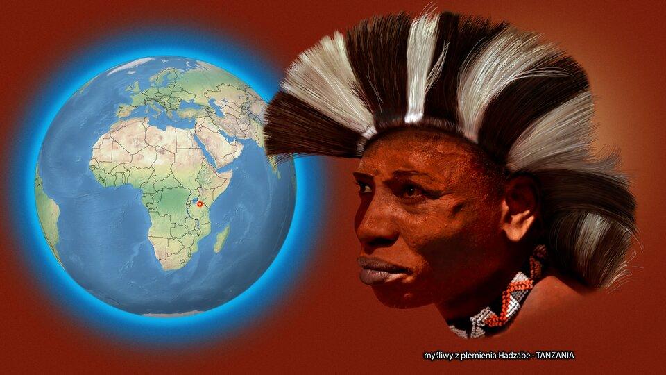 Na ilustracji kula ziemska zzaznaczonym czerwonym punktem - Tanzania. Obok twarz ciemnoskórego mężczyzny znakryciu głowy zbiałych iczarnych włosów. Podpis - myśliwy zplemienia Hadzabe.