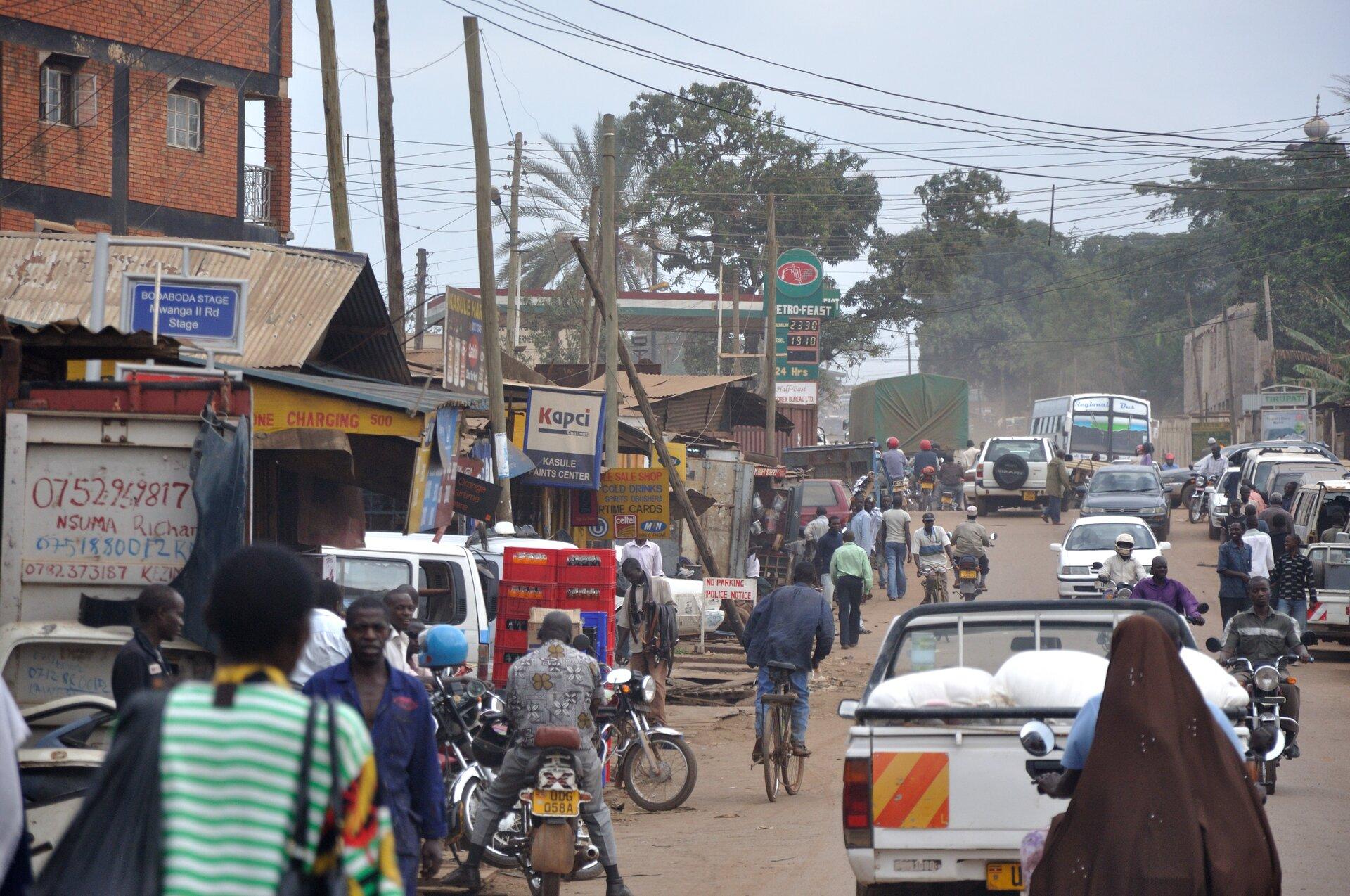 Ulica wUgandzie Źródło: Simisa, Ulica wUgandzie, licencja: CC BY-SA 3.0.