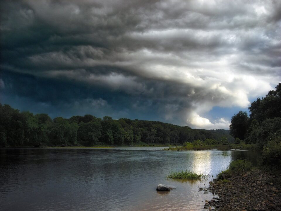 Fotografia chmury typu Nimbostratus