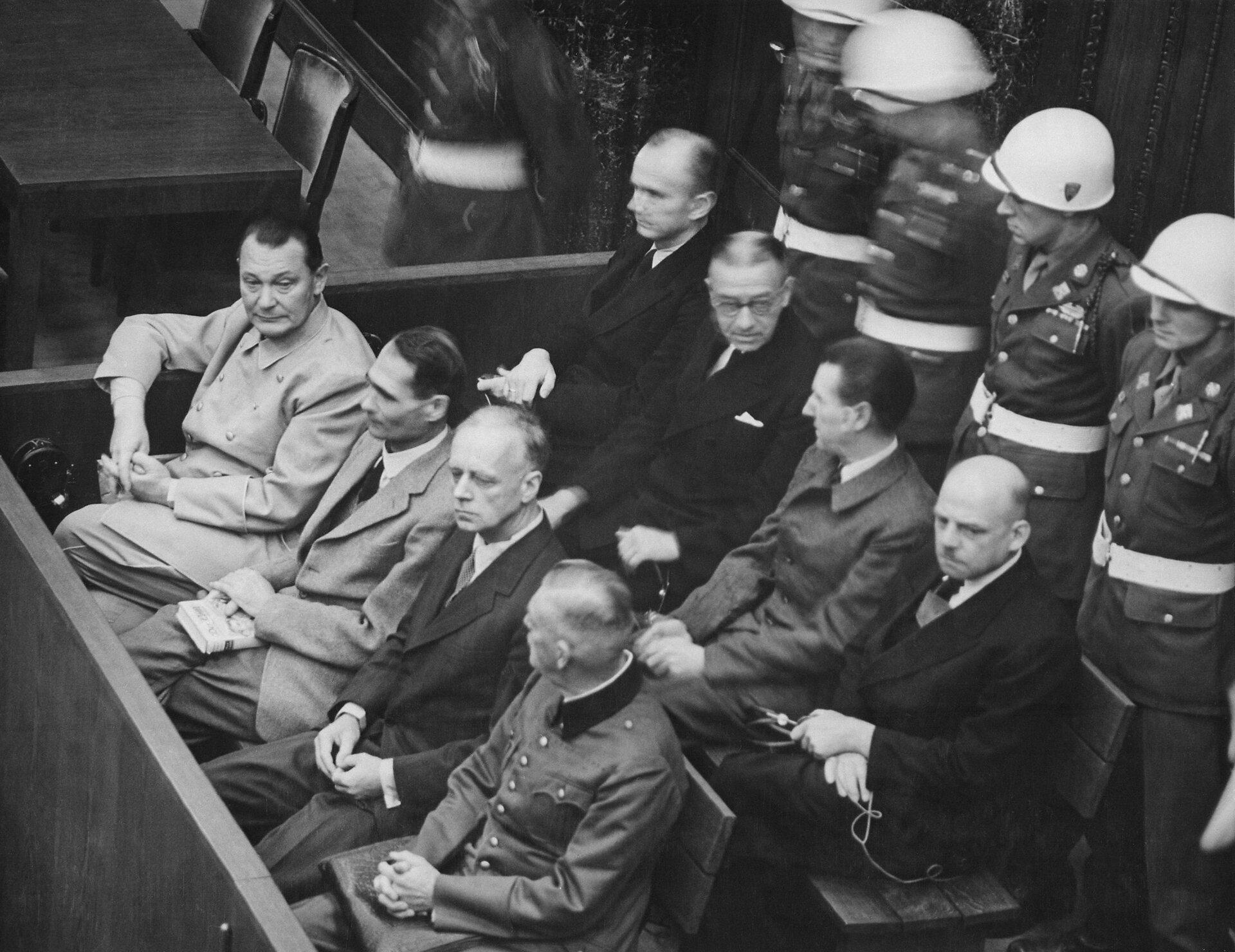 ProceswNorymberdze. Na ławie oskarżonych główni przywódcy nazistowscy ProceswNorymberdze. Na ławie oskarżonych główni przywódcy nazistowscy Źródło: domena publiczna.