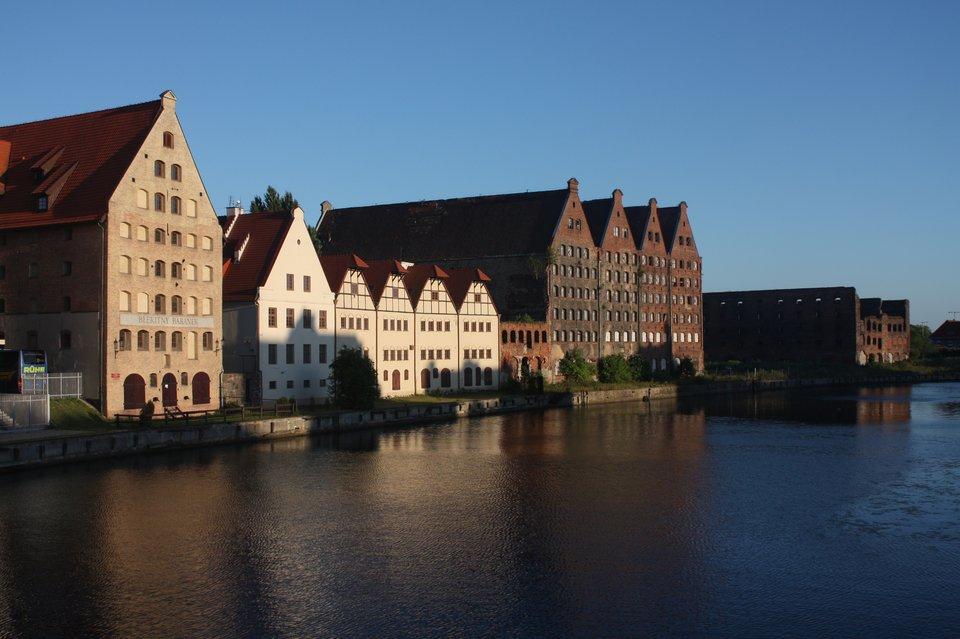 Wyspa spichlerzy wGdańsku Wyspa spichlerzy wGdańsku Źródło: Ludwig Schneider, Wikimedia Commons, licencja: CC BY-SA 3.0.
