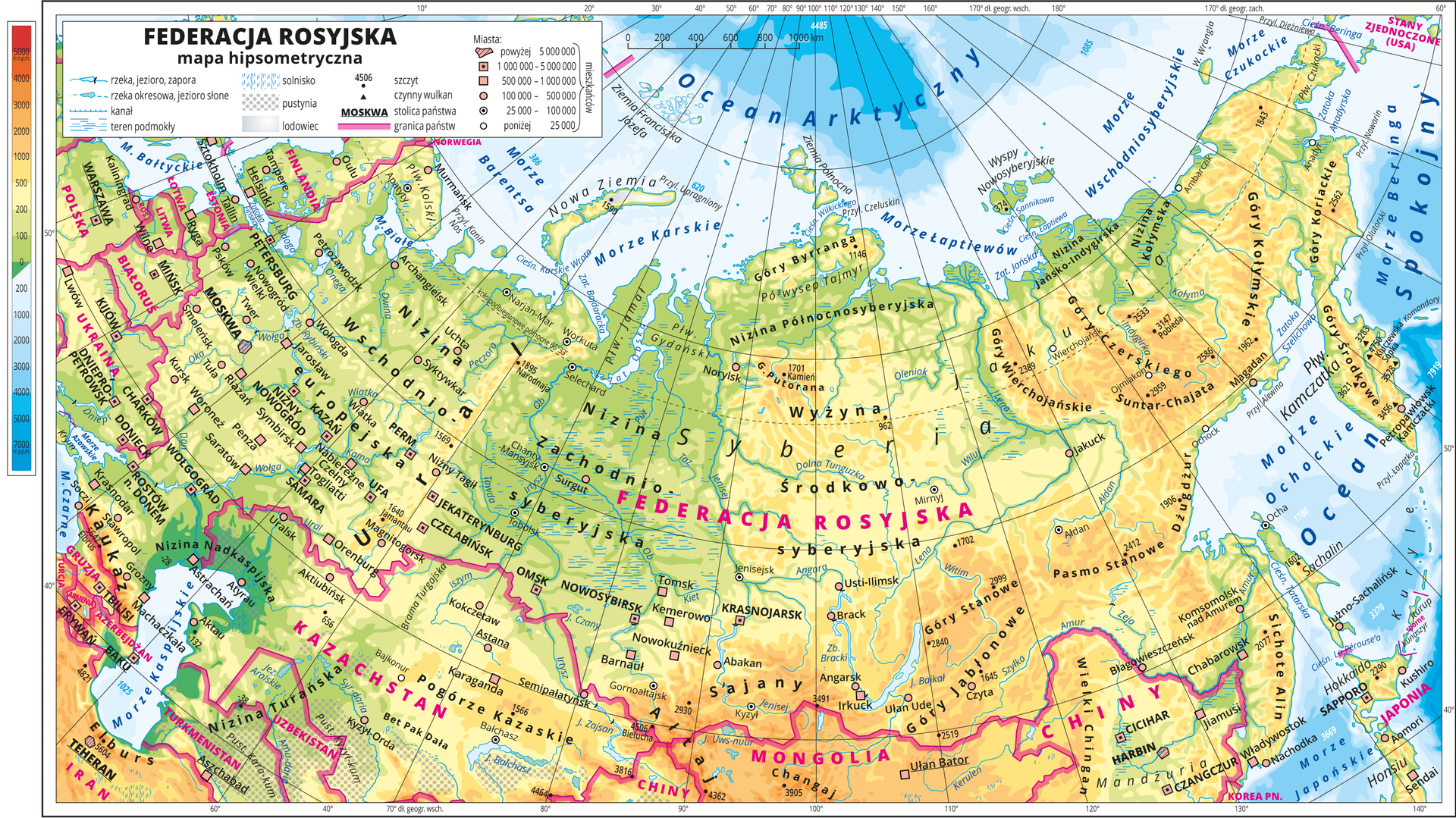 Ilustracja przedstawia mapę hipsometryczną Federacji Rosyjskiej. Wobrębie lądów występują obszary wkolorze zielonym, żółtym, pomarańczowym iczerwonym. Morza zaznaczono kolorem niebieskim. Na mapie opisano nazwy półwyspów, wysp, nizin, wyżyn ipasm górskich, mórz, zatok, rzek ijezior. Oznaczono iopisano główne miasta. Oznaczono czarnymi kropkami iopisano szczyty górskie. Trójkątami oznaczono czynne wulkany ipodano ich wysokości. Niebieskim kreskowaniem zaznaczono solniska, szarym kropkowaniem – pustynie głównie wKazachstanie, biało-szarym gradientem lodowce występujące na północy mapy. Różową wstążką oznaczono granice państw. Kolorem czerwonym opisano państwa sąsiadujące zFederacją Rosyjską. Mapa pokryta jest równoleżnikami ipołudnikami. Dookoła mapy wbiałej ramce opisano współrzędne geograficzne co dziesięć stopni. Wlegendzie umieszczono iopisano znaki użyte na mapie.