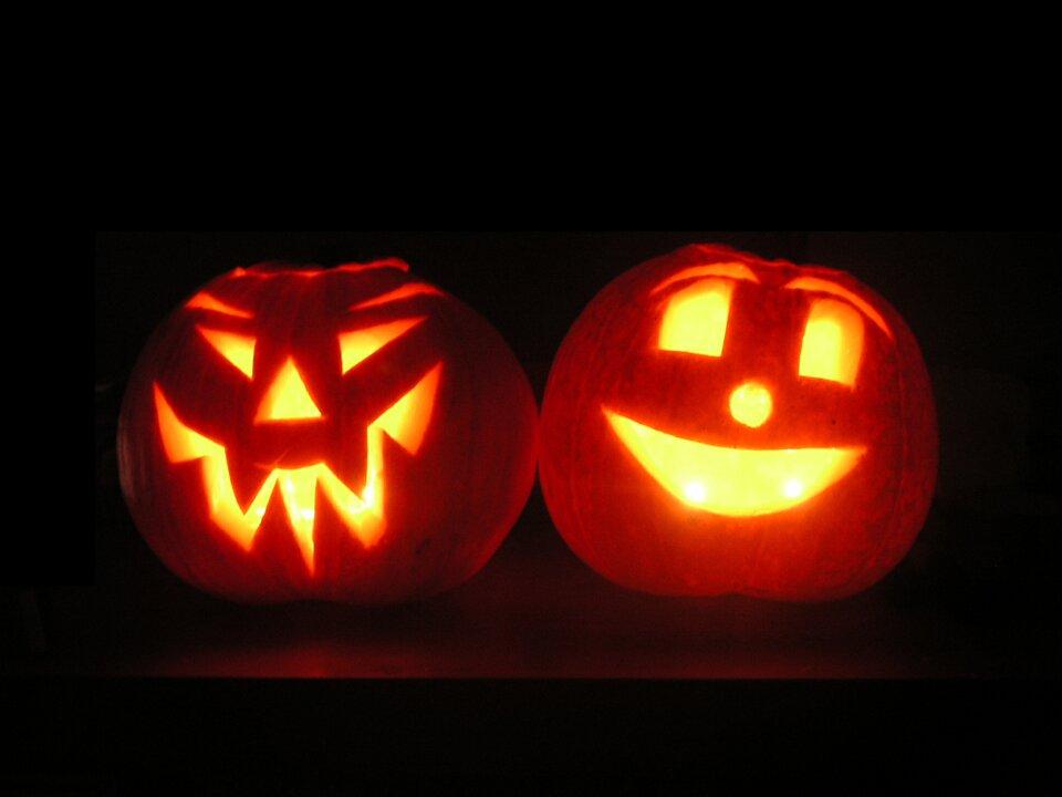 Halloweenowe lampy zdyni Halloweenowe lampy zdyni Źródło: fotografia barwna, licencja: CC BY-SA 3.0.