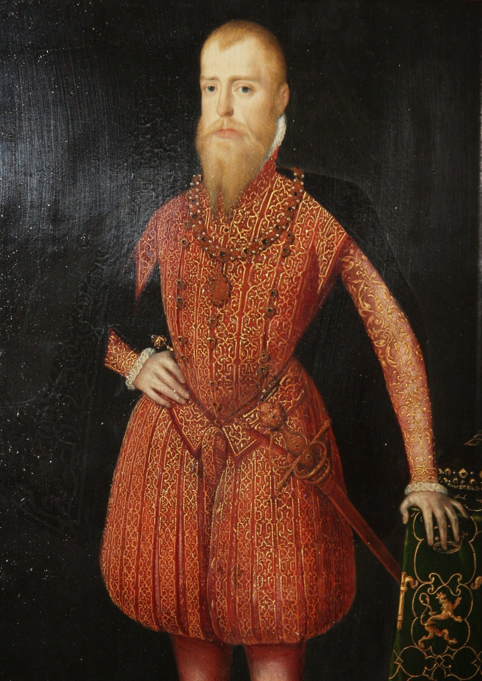Eryk XIV, król Szwecji Eryk XIV, król Szwecji. Syn Gustawa IWazy. Uważany był za zdolnego monarchę, jednak nasilające się stany niezrównoważenia psychicznego doprowadziły go do choroby umysłowej. Jej wynikiem były represje wobec przeciwników politycznych, co wywołało opór możnych. Został usunięty ztronu iuwięziony przez JanaIII. Zmarł wwięzieniu, otruty arszenikiem. Źródło: Steven van der Maulen, Eryk XIV, król Szwecji, 1555-1561, olej na płótnie, Nationalmuseum (szwedzka narodowa galeria sztuki wSztokholmie), domena publiczna.
