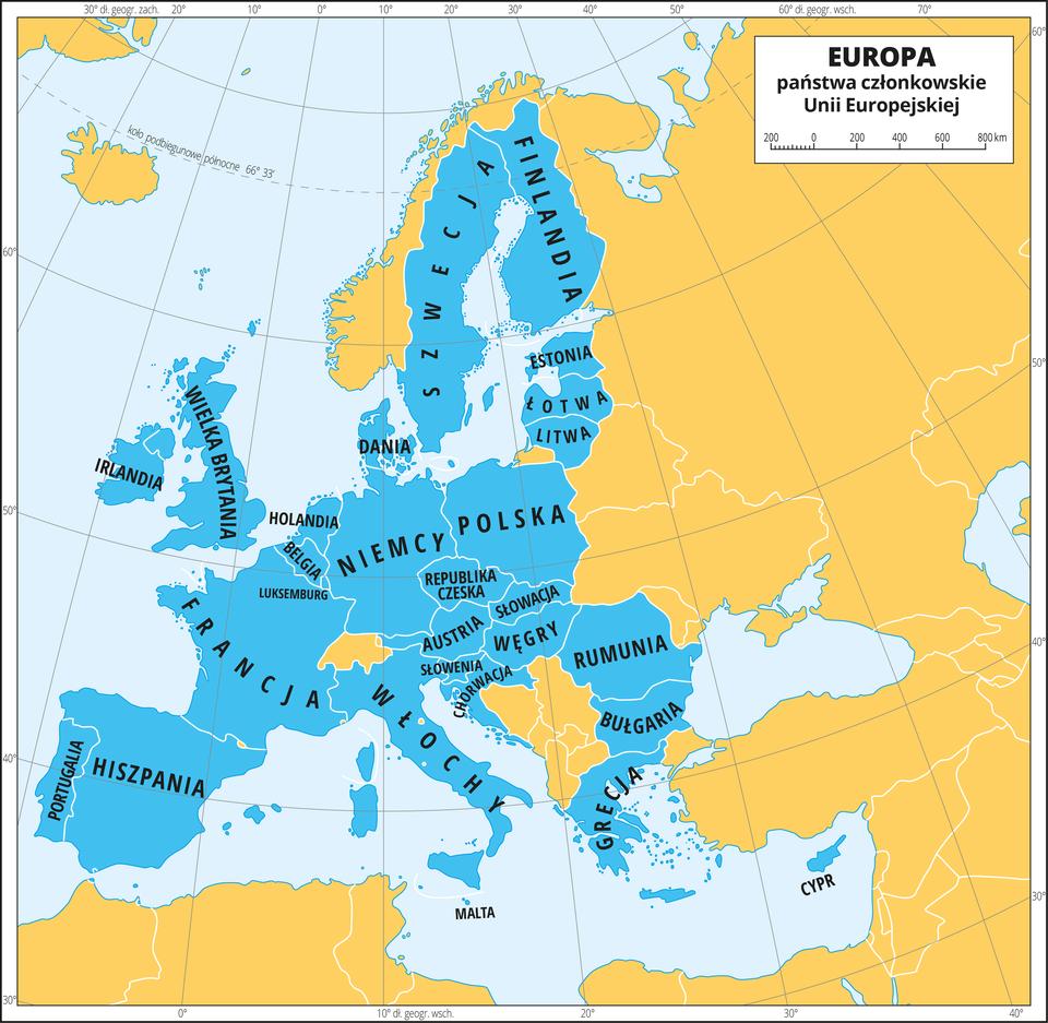 Ilustracja przedstawia mapę Europy. Wody zaznaczono kolorem lekko niebieskim. Na mapie kolorem niebieskim zaznaczono państwa członkowskie Unii Europejskiej iopisano ich nazwy. Są to: Irlandia, Wielka Brytania, Portugalia, Hiszpania, Francja, Luksemburg, Belgia, Holandia, Niemcy, Włochy, Słowenia, Chorwacja, Austria, Republika Czeska, Słowacja, Węgry, Rumunia, Bułgaria, Grecja, Dania, Szwecja, Finlandia, Polska, Litwa, Łotwa, Estonia, Malta, Cypr. Mapa pokryta jest równoleżnikami ipołudnikami. Dookoła mapy wbiałej ramce opisano współrzędne geograficzne co dziesięć stopni.