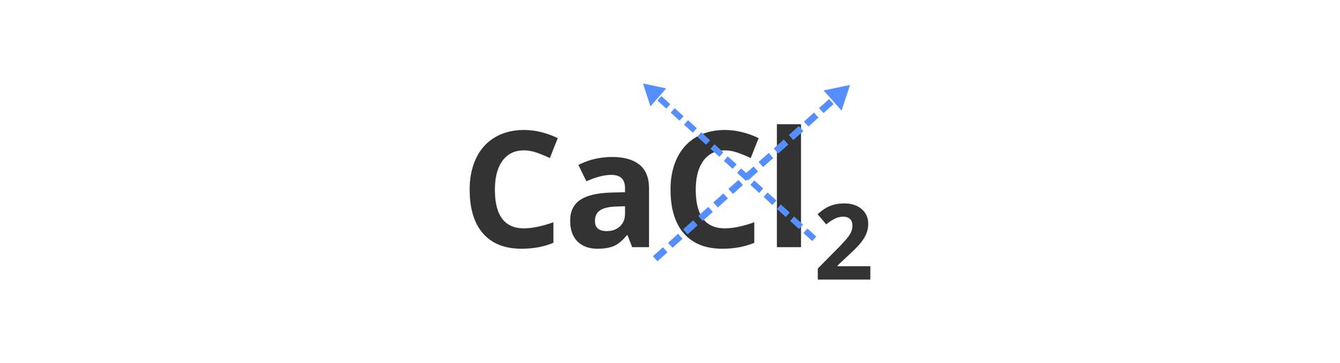 Na ilustracji znajduje się zapisana sumarycznie cząsteczka chlorku wapnia owzorze CaCl2. Współczynniki stechiometryczne przenoszone są na krzyż wgórę nad symbole sąsiadujących pierwiastków, co ilustrują niebieskie ukośne strzałki.