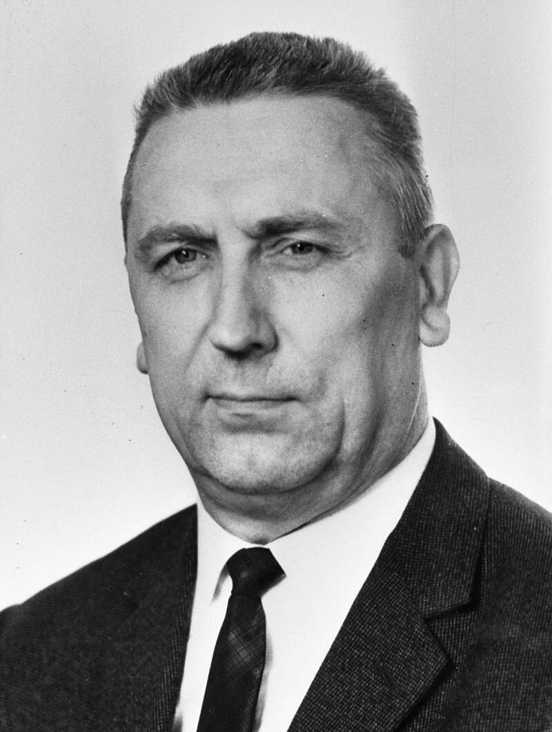 Fotografia czarno-biała przedstawiająca portret Edwarda Gierka- pierwszego sekretarza KC PZPR wlatach 1970–1980.