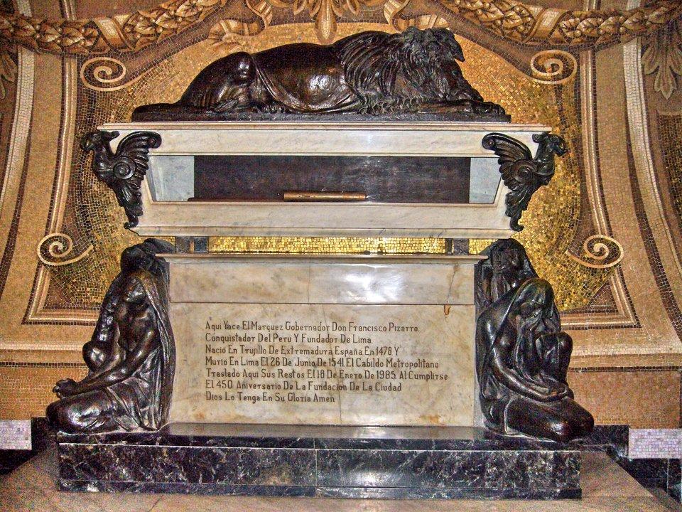 Pizarro – tumba grobowa wkatedrze wLimie – mieście założonym przez Pizarra Pizarro – tumba grobowa wkatedrze wLimie – mieście założonym przez Pizarra Źródło: Manuel González Olaechea yFranco, 2007, Wikimedia Commons, licencja: CC BY 3.0.