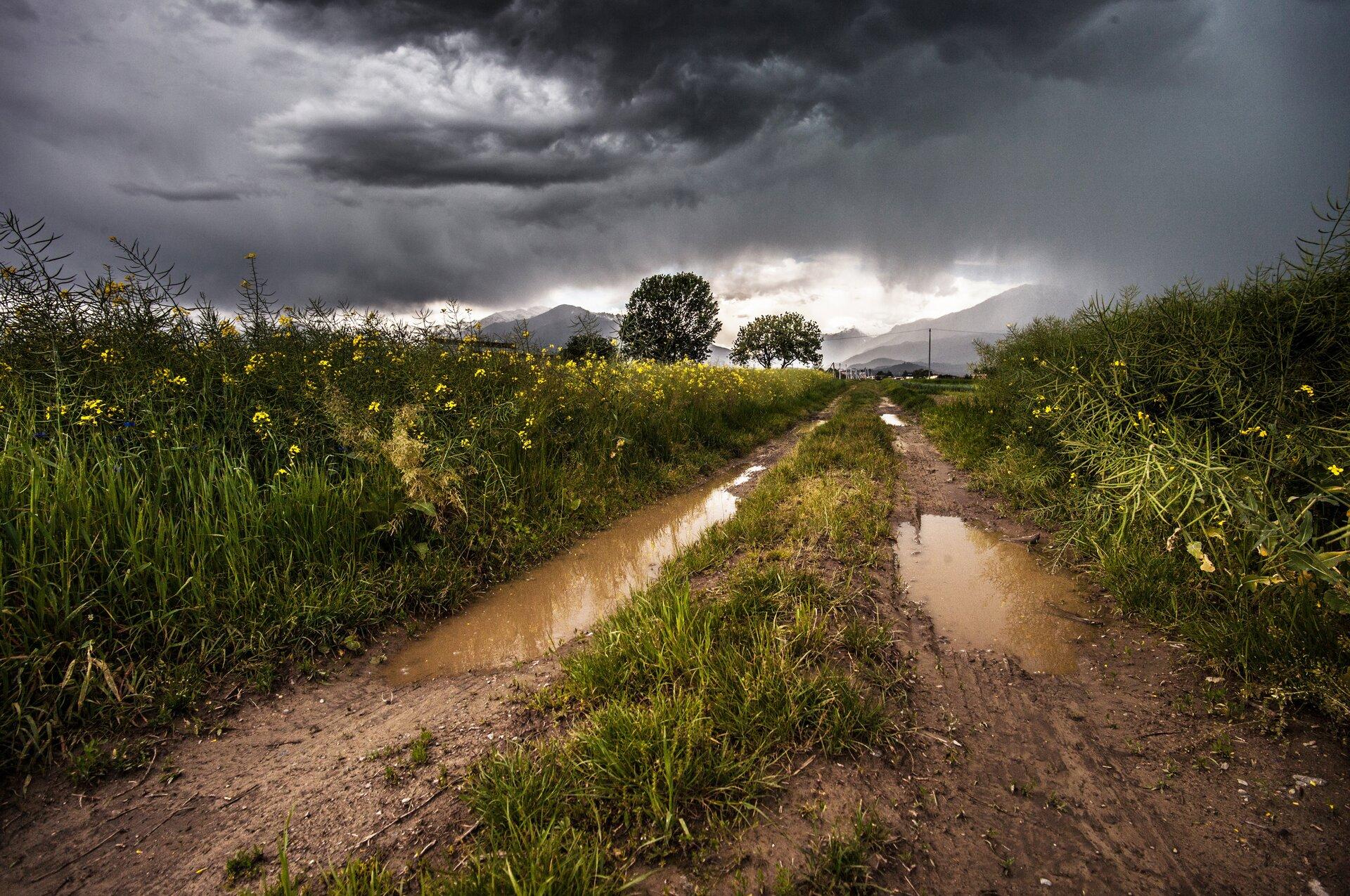 Dolina wdeszczu - zdjęcie do galerii Źródło: licencja: CC 0.