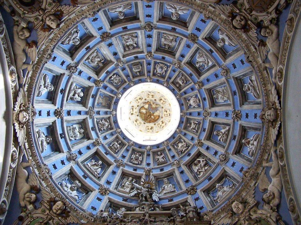 Lwów -kaplica Boimów,widok wnętrza kopuły Lwów -kaplica Boimów,widok wnętrza kopuły Źródło: Jan Mehlich, Wikimedia Commons, licencja: CC BY-SA 3.0.
