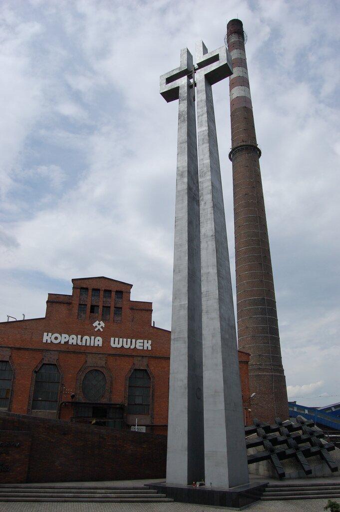 Krzyż upamiętniający 9 górników poległych podczas pacyfikacji KWK Wujek w1981