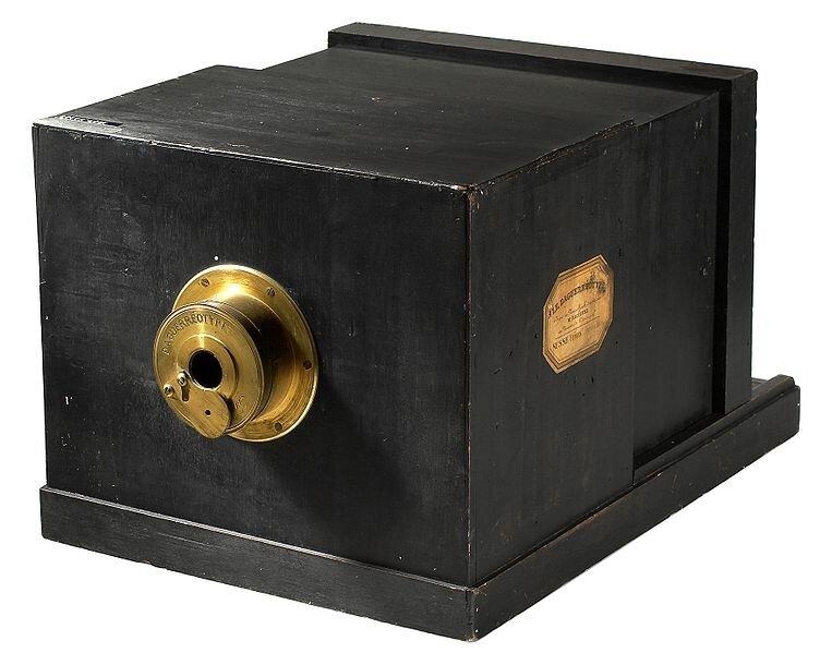 Aparat do wykonywania dagerotypów Źródło: Aparat do wykonywania dagerotypów, 1839.