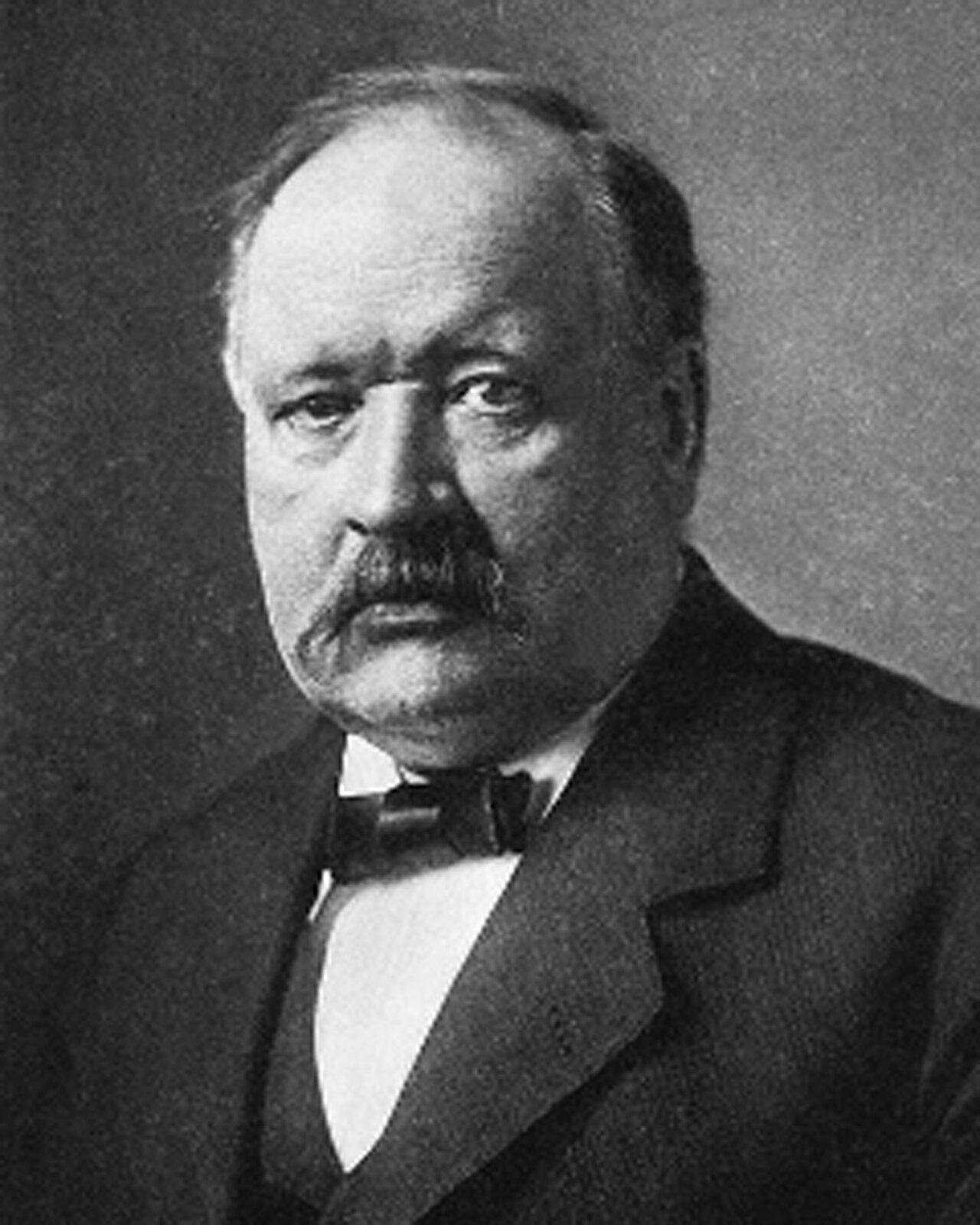 Czarnobiała fotografia szwedzkiego uczonego Svante'a Arrheniusa.