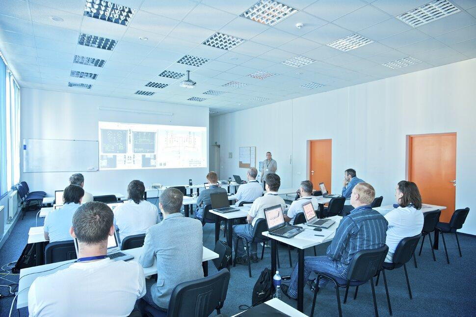 Szkolenie pracowników Źródło: Tadas1980, Szkolenie pracowników, licencja: CC BY-SA 3.0.