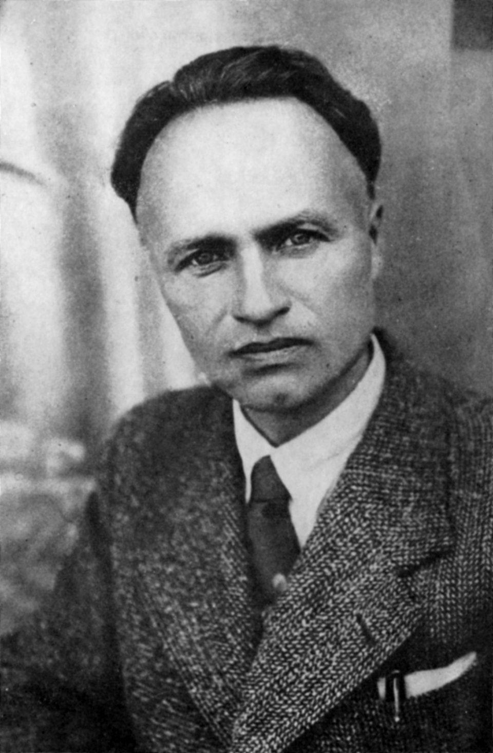 Julian Przyboś - portret Źródło: domena publiczna.