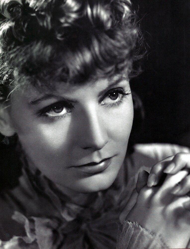 Greta Garbo jako Anna Karenina Źródło: Metro-Goldwyn-Mayer, Greta Garbo jako Anna Karenina, Fotografia, domena publiczna.