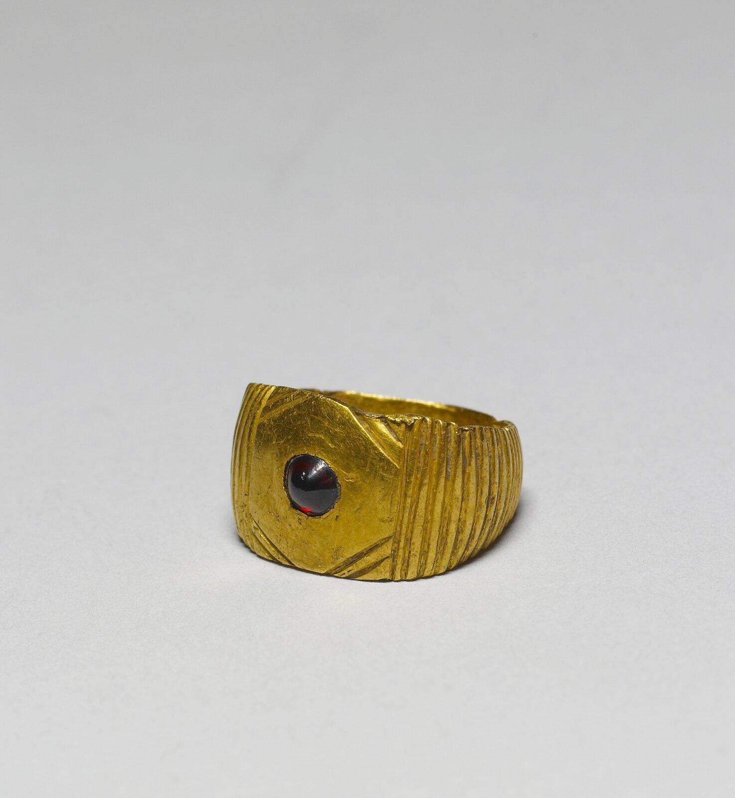 Pierścień ostrogocki, Vwiek Źródło: Pierścień ostrogocki, Vwiek, Walters Art Museum, domena publiczna.