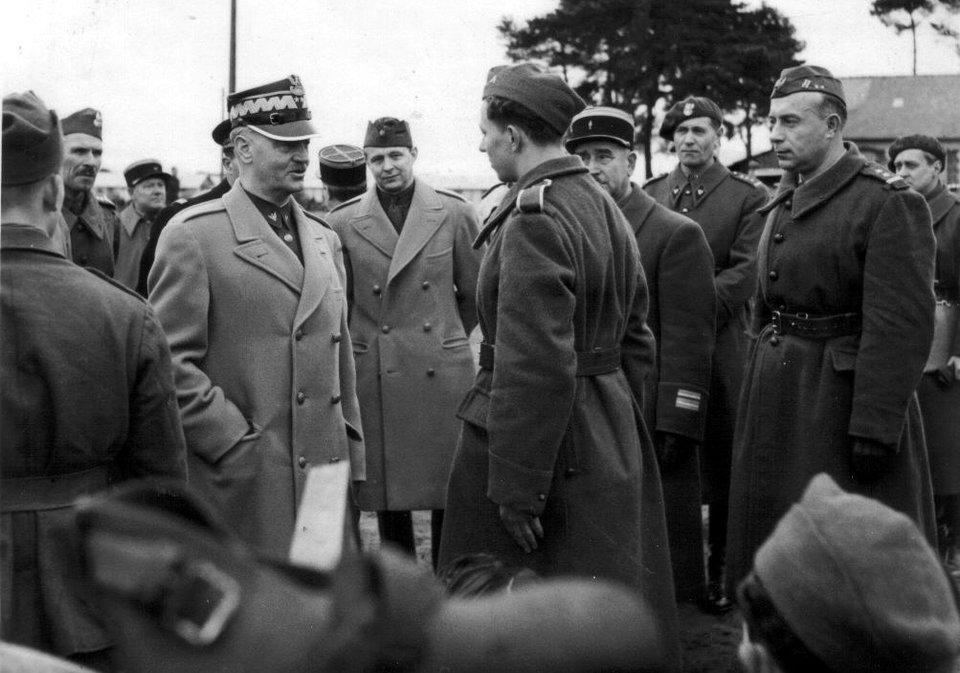 Władysław Sikorski wizytuje polskich żołnierzy Władysław Sikorski wizytuje polskich żołnierzy Źródło: domena publiczna.