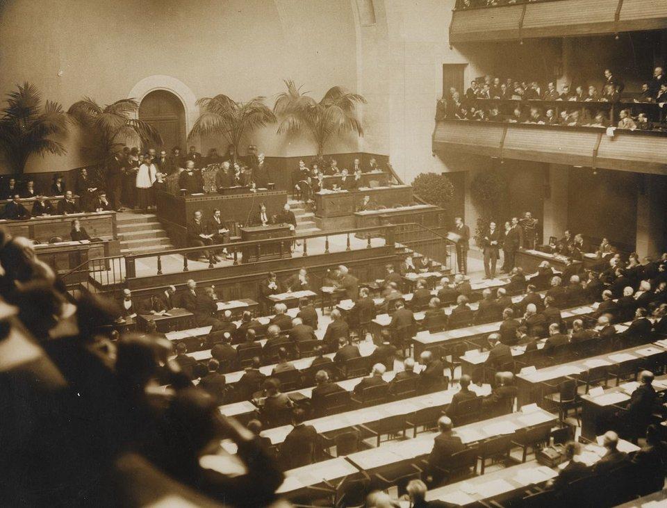 Sesja inauguracyjna Ligi Narodów Sesja inauguracyjna Ligi Narodów Źródło: domena publiczna.
