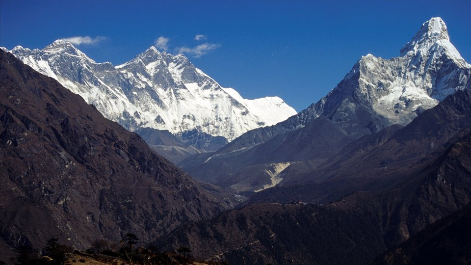Mount Everest i Ama Dablam Mount Everest i Ama Dablam Źródło: Dnor, licencja: CC BY-SA 3.0.